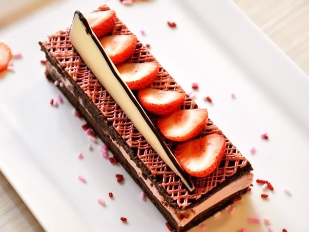 MKT Bar Valentine's Day The Lover chocolate almond sponge cake