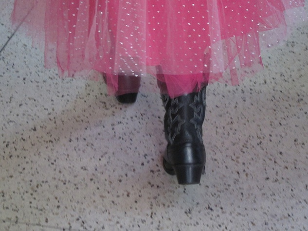4, RodeoHouston, Larry White, boot shiner, boots walking