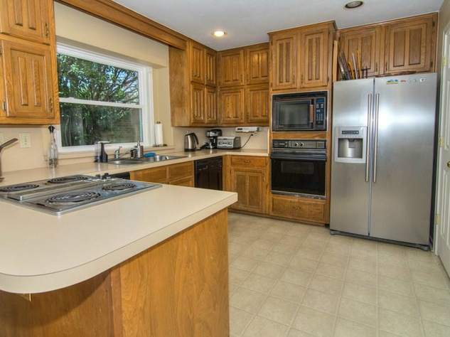18605 Crownover Ct kitchen