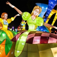 Holiday Wonder maidens display