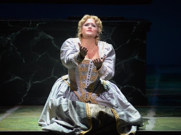 HI RES Elisabetta played by Keri Alkema