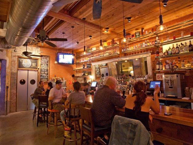 Liberty Station, bar