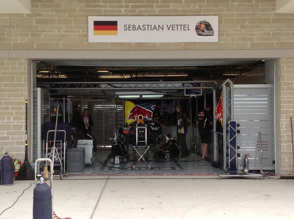 Austin Photo: Kevin_Marussia garage Formula 1_November 2012_vettel red bull pit