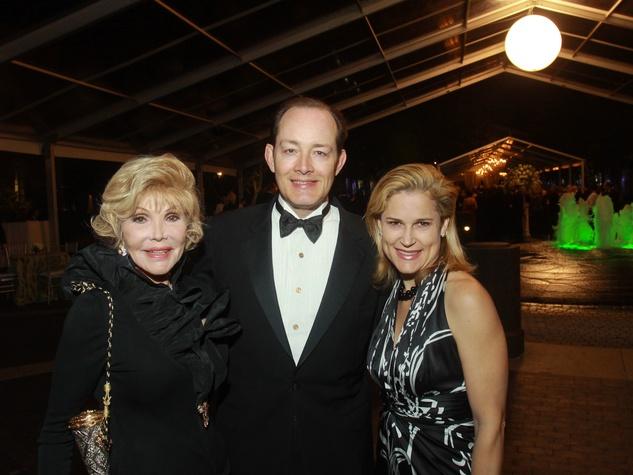 191 Joanne King Herring, from left, Henry Cooperton and Heidi Cruz at the Baker Institute 20th Anniversary Gala November 2013