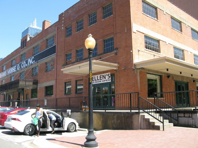 Revered Dallas restaurant moves into new digs with major-league ...