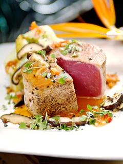 News_Eddie V's_tuna steak