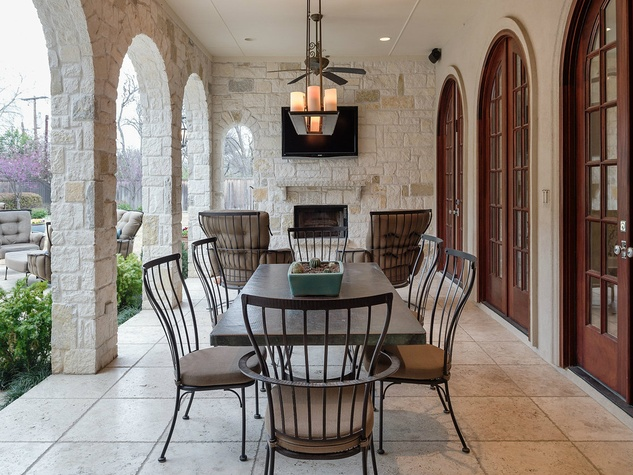 Porch at 10453 Epping Lane in Dallas