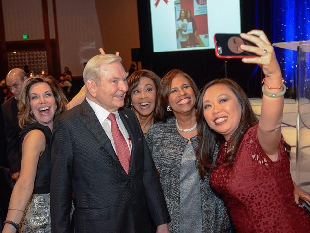 Roseann Rogers, Dave Ward, Gina Gaston, Melanie Lawson, Miya Shay take a Selfie