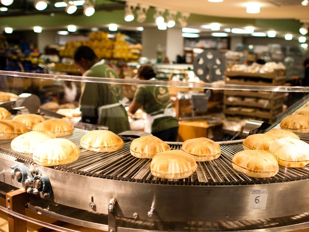 News_Phoenicia_bread_conveyor belt