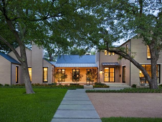Custom-built Crestbrook property in Dallas