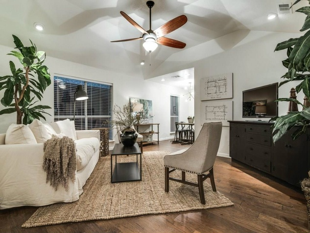1639 Homewood Pl Dallas house for sale living room