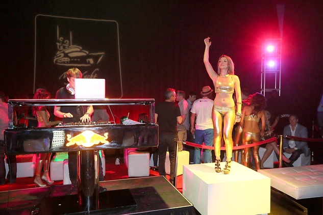 Austin Photo: Samantha Webster_Formula 1 fashion review_November 2012_my yacht 2