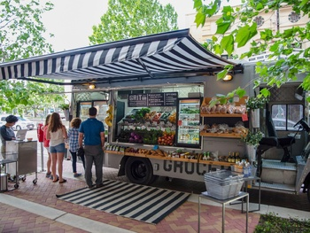 Fresh food truck rolls out new healthy service for Houstonians