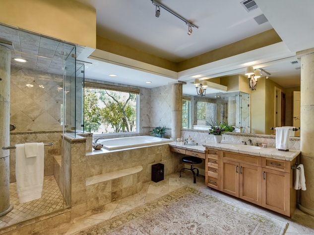 1430 Rockcliff Rd Austin house for sale master bathroom