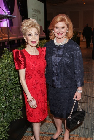Margaret Alkek Williams, left, and Jan Duncan at the Women's Chamber of Commerce Hall of Fame Gala December 2014