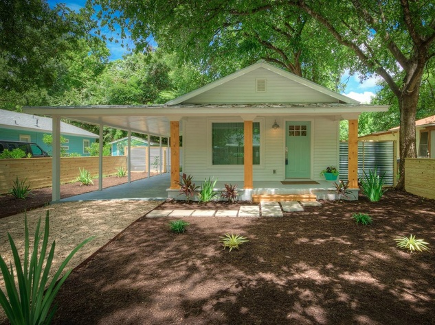 1122 Gunter St 78702 East Austin house front 2015