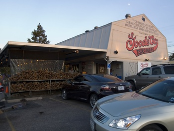Places-Eat-Goode Co. Barbecue-Kirby Drive-exterior-1