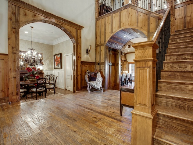 Foyer at 1724 Wisteria Way in Westlake