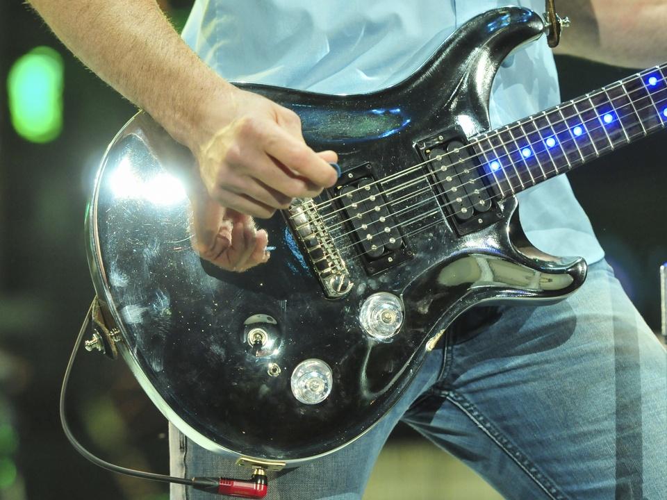 Jake Owen RodeoHouston rodeo concert guitar