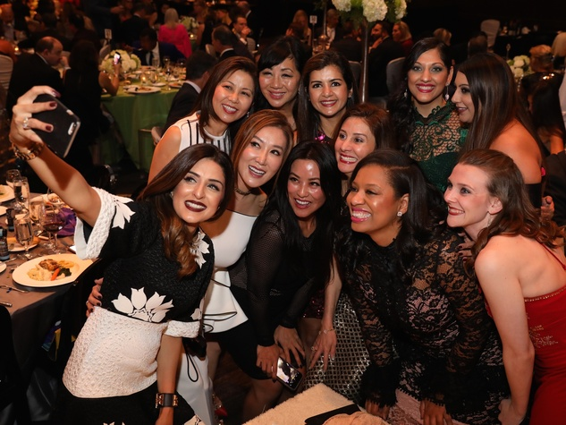 Una Notte de Italia,  Sneha Merchant and her girlfriends take a selfie