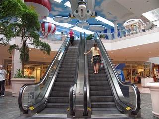Austin_photo: places_shopping_lakelinemall_escalator