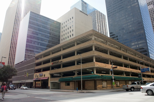811 Dallas Americana building