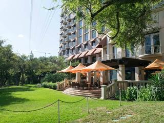 TRIO Austin restaurant Four Seasons lawn patio