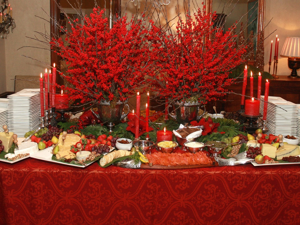 The most beautiful tabletops stunning looks that make a Christmas party table settings