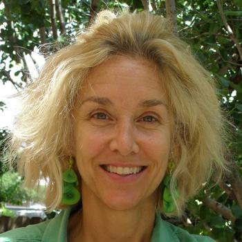News_Katie Oxford_hair cut_column mug_head shot