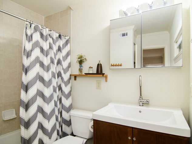 6706 Pimlico Dr. bathroom