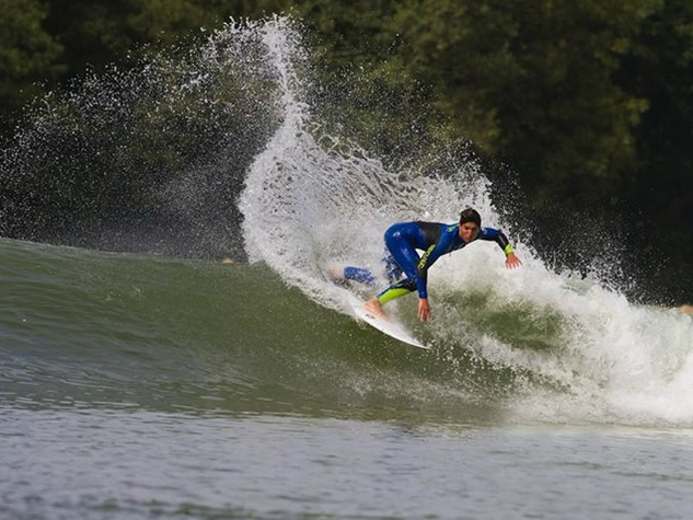 Wavegarden_surfing_wave pool_2014