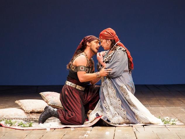 Houston Grand Opera Cosi fan tutte October 2014 Jacques Imbrailo as Guglielmo and Melody Moore as Dorabella