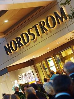 Nordstrom, sign