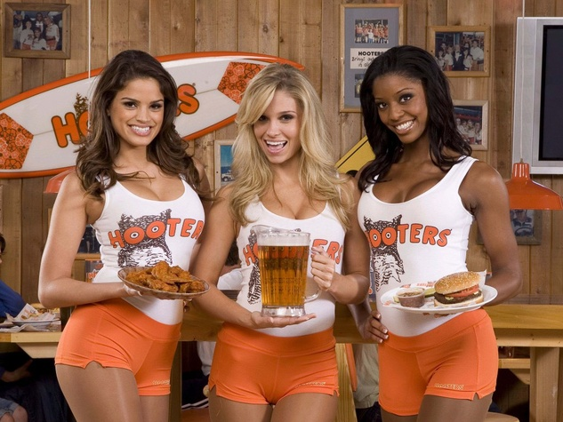 Original breastaurant motorboats its way to scenic North Texas harbor ...