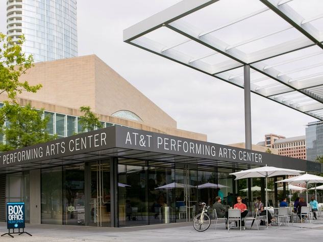 Casual cafe provides dallas arts district with desirable for Dining at at t center