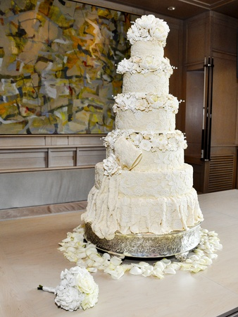 News_003_Sachse-Florescu wedding reception_May 2012_Wedding Cake.jpg