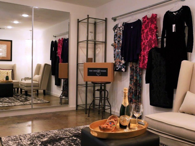 Front Door Fashion Style Lounge in Dallas