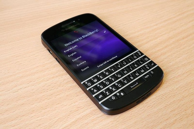 Q10 Blackberry cell phone although it looks the same, don't be fooled!