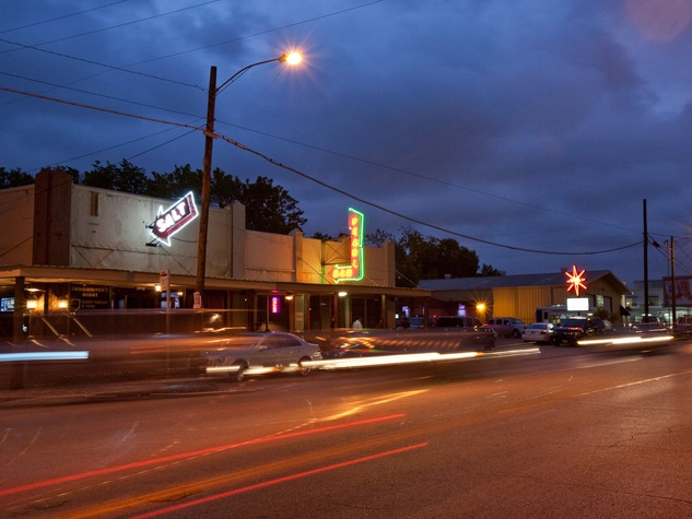 News_Washington Avenue, night,
