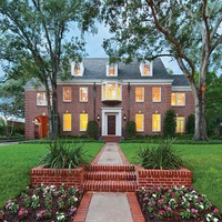 """Southampton Museum District Home Tour of Cool Classics"""" December 2013 1740 South Blvd."""