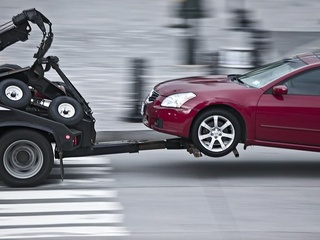 News_tow_tow truck_car being towed