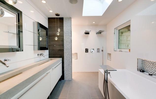 Master bath at 6255 Park Lane in Dallas