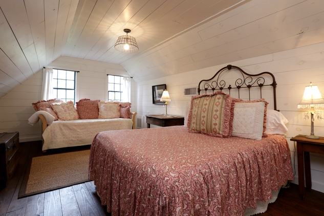 On the Market Round Top Inn February 2014 White S 407 bed 6