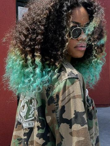 News_Teyana Taylor_blue hair_blue streaks