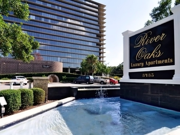 The River Oaks Luxury Apartments 3435 Westheimber sign with fountain