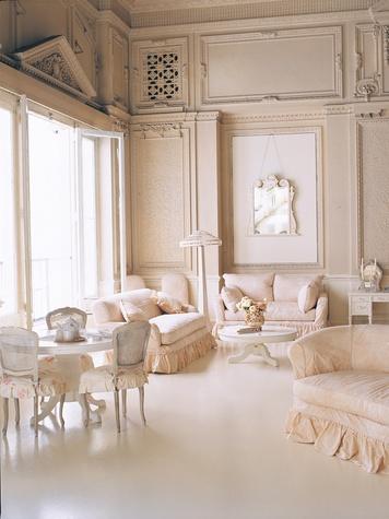 shabby chic designer embraces the imperfections texas flea markets culturemap houston. Black Bedroom Furniture Sets. Home Design Ideas