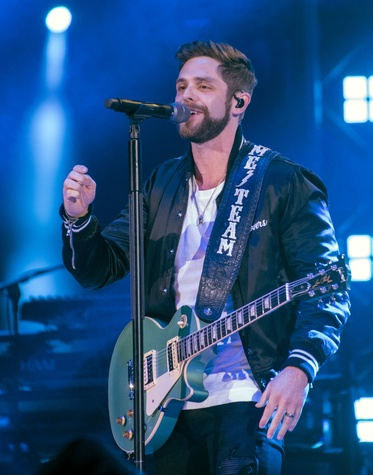 thomas rhett guitar singing Rodeo