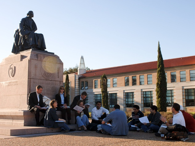 News_Rice University_happy campus_statue_students