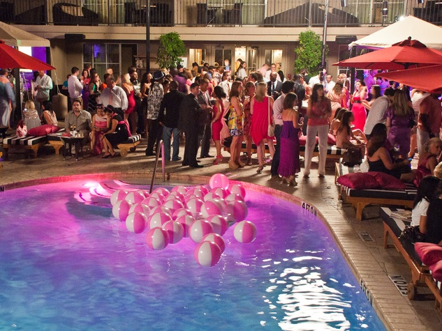 News Party In Pink July 2017 Venue Crowd