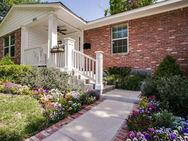 9911 Estate Ln in Dallas